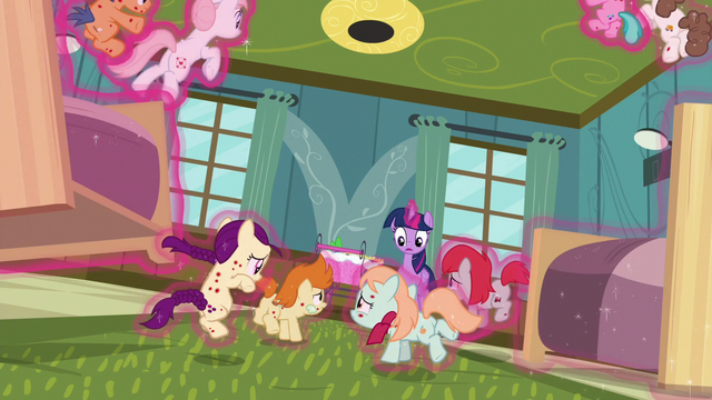 File:Twilight Sparkle lowers ponies to the floor safely S7E3.png