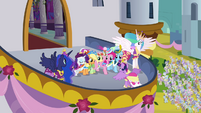 Twilight and her friends on the balcony S03E13