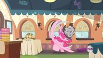 Pinkie rushes S2EP24