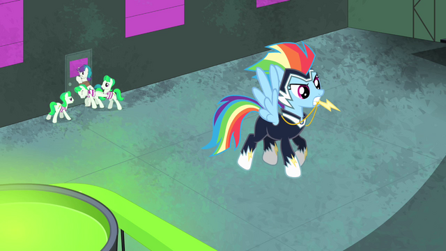 File:Rainbow Dash hovering S4E06.png