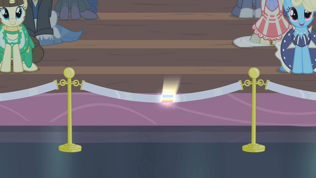 File:Rainbow glow on a rope S4E08.png