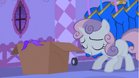 Sweetie Belle with thread in teeth S4E19