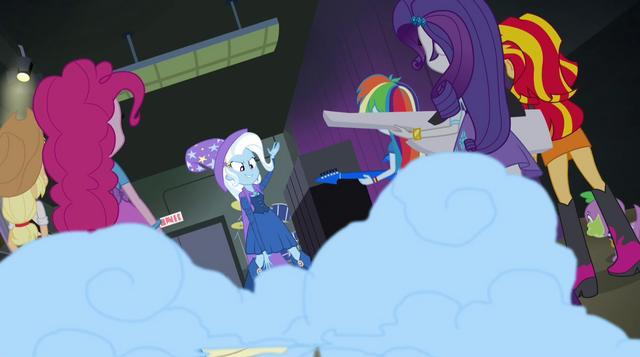 File:Trixie sets off a smoke bomb EG2.png