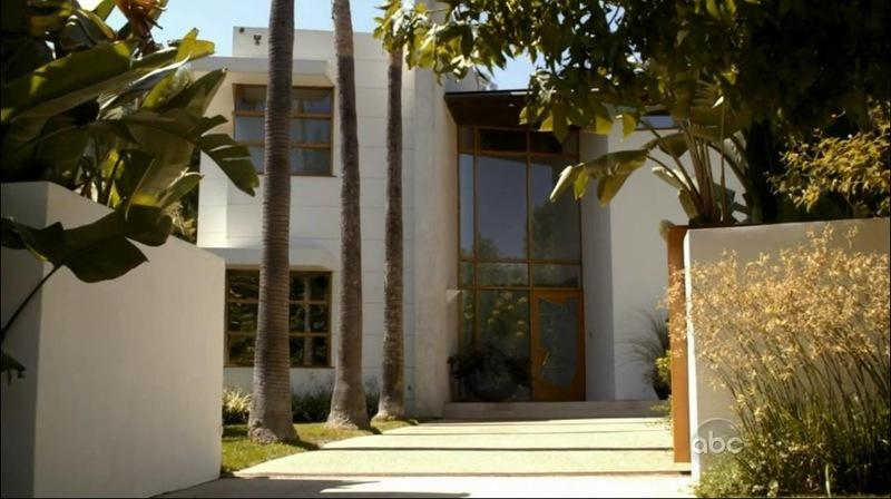Modern family house image