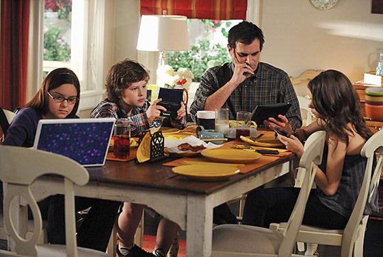 File:Modern Family 2x05.jpg