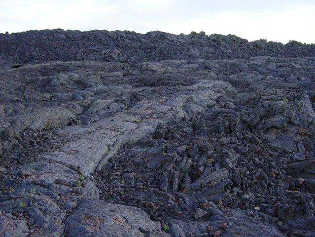 File:Aa next to pahoehoe lava at Craters of the Moon NM.jpg