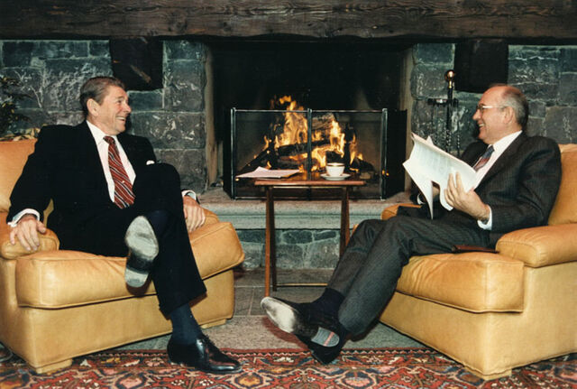 File:Reagan and Gorbachev hold discussions.jpg