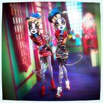Diorama - zombie twin cats