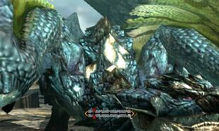 MH4U-Azure Rathalos Back Break 002