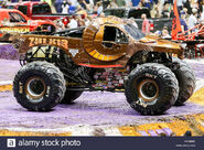 New-orleans-la-usa-20th-feb-2016-zombie-hunter-monster-truck-in-action-FGNB6D
