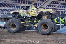 Monster-truck-bucked-up-3-m11964
