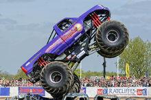 Slingshot-monster-truck-1-steev-stamford