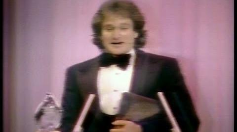 Robin Williams Wins People's Choice Award (1979)
