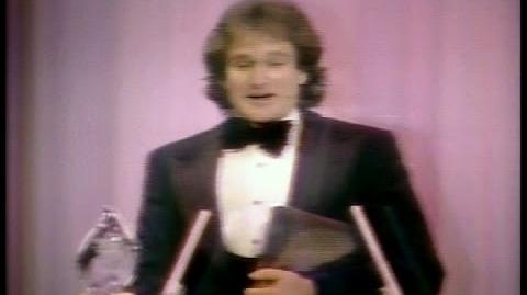 Robin Williams Wins People's Choice Award (1979)