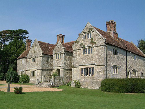 File:Arreton Manor side-shot view.jpg