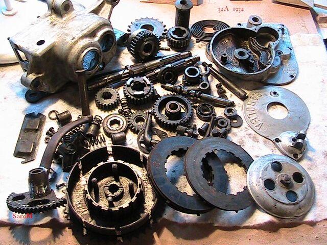 Datei:Getriebe 34A zerlegt.jpg