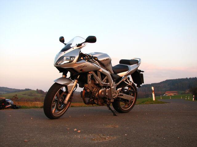 Datei:Suzuki SV650S-3051.jpg