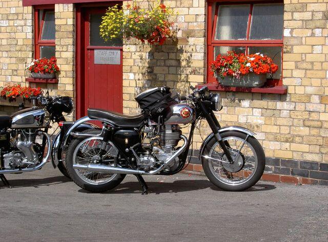 Datei:Motorcycles in Windermere.jpg