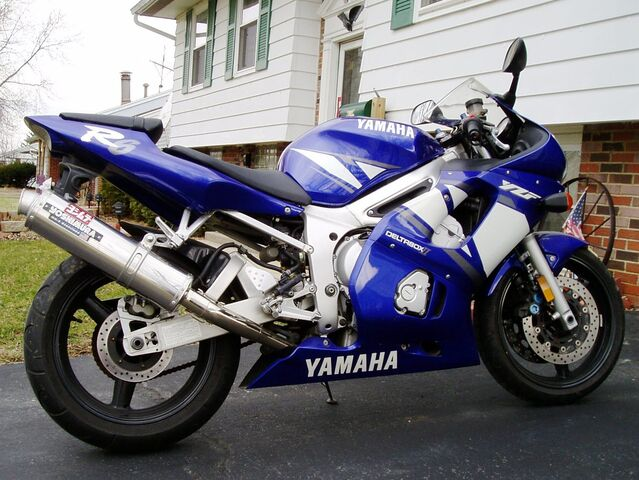Datei:2001 Yamaha YZFR600-2961.jpg