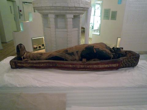 File:Mumien etter Teshemmin.jpg