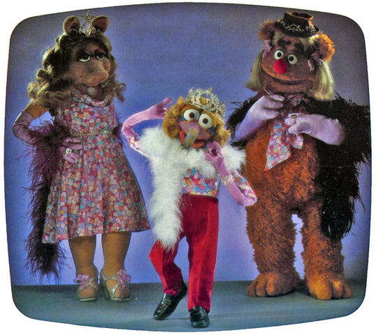 File:Fozzie-gonzo-impersonatepiggy.jpg