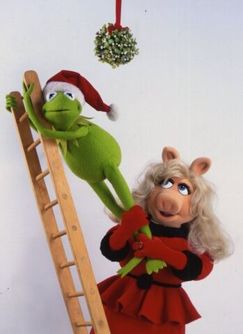 File:Piggy Kermit Ladder.jpg