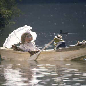 TMM-Piggy-and-Kermit-boat