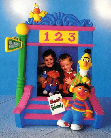 File:Enesco 1993 bert ernie photo frame.jpg