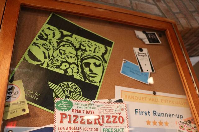 File:PizzeRizzo bulletin board 15.jpg