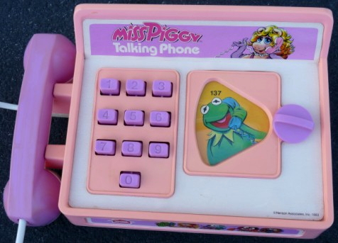 File:Miss piggy talking phone 2.jpg