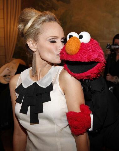 File:Kristin Chenoweth and Elmo.jpg