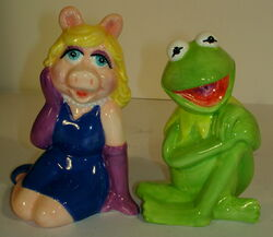Treasure craft salt and pepper shakers kermit piggy 1