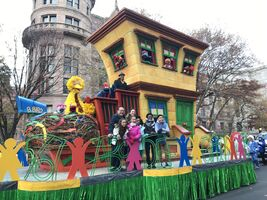 Macy's 2016 sesame float