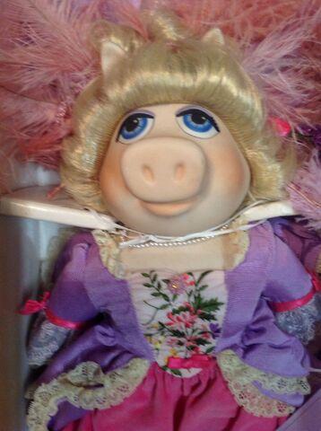 File:Marie Antoinette doll - close-up.jpg