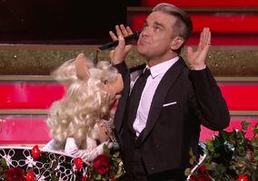 Kiss piggy Robbie Williams