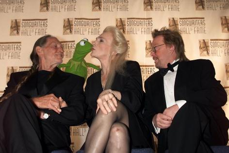 File:Judy Collins kisses Kermit Songwriters Hall of Fame.jpg