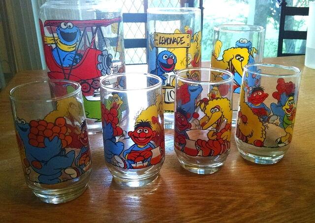 File:Cagle glassware 1.jpg