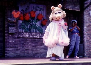 File:Piggyswineandroses.jpg