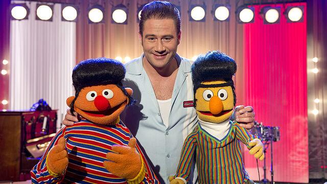 File:Sesamstrasse-Ernie&BertSongs-DickBrave-DavonKrieg'IchNieGenug-(2013-02-18).jpg