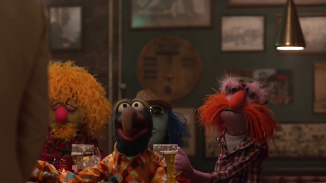 File:TheMuppets-S01E04-FloydWithBeer.png