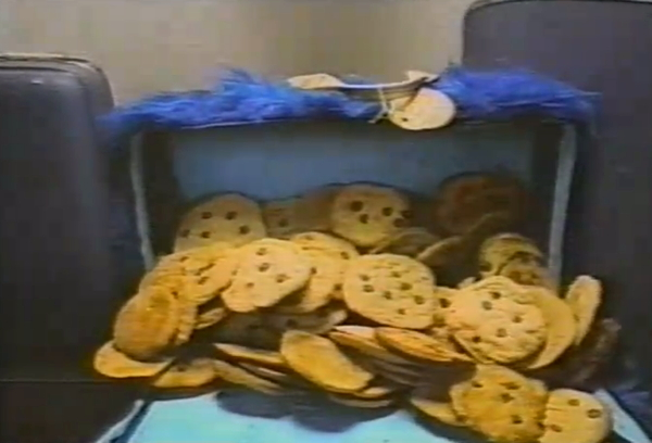 File:Around the world suitcase cookie monster.jpg