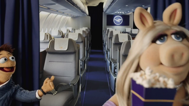 File:Lufthansa-MissPiggy-(April2014)-06.png