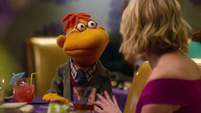 TheMuppets-S01E08-Scooter&Chelsea-Date02