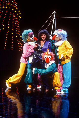 File:Clowns and Melissa Manchester.jpg