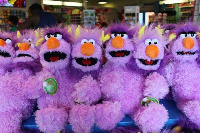 File:Two-Headed Monster Sesame Place plush.jpg