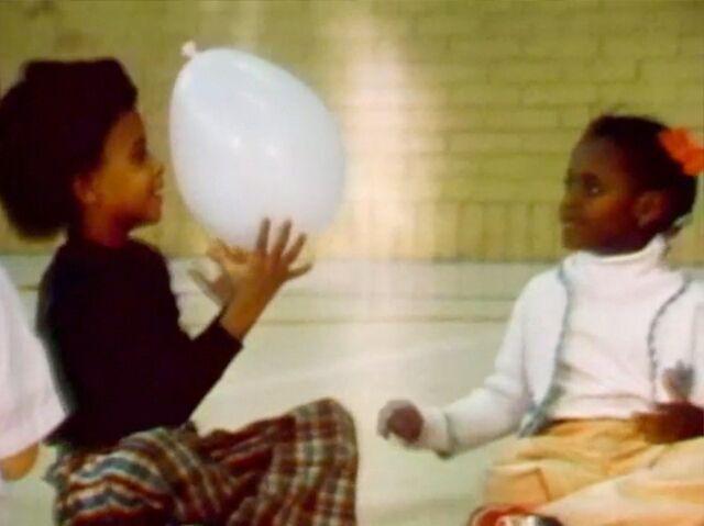 File:2538.Kidsballoon.jpg