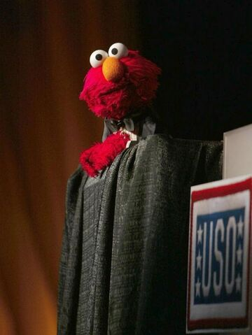 File:Elmo at the USo.JPG