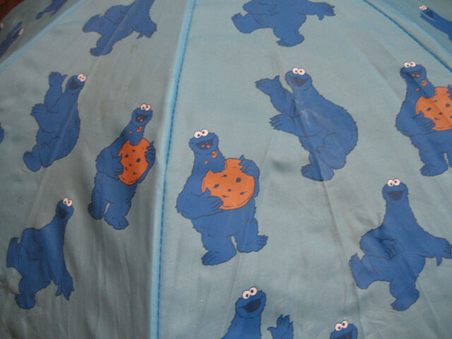 File:Hatley cookie monster umbrella 2.jpg