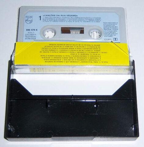 File:Rua sesamo cassette.JPG