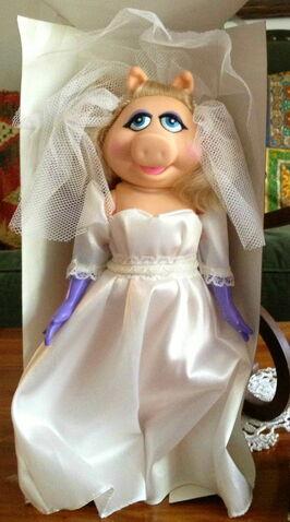 File:Direct connect piggy fantasy bride dress-up doll.jpg